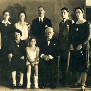 La comunitat jueva de Barcelona sol·licita protecció al president Companys. Fotografia família sefardita Gaon Fresco (1930). Font Rhodes Jewish Museum