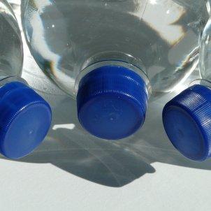 ampolles aigua pixabay