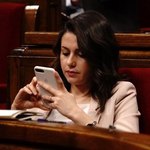 arrimadas telefon mobil ple parlament roberto lazaro