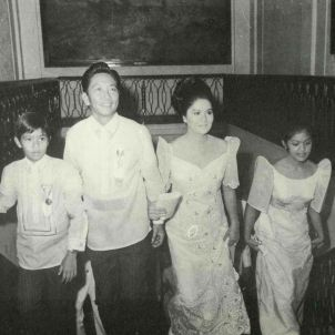 Ferdinand E Marcos i família ascending the main Palace staircase day of his 1969 inaugural (Malacañang Palace)