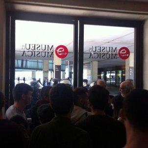 Els antiabalots tanquen el Museu de la Música de l'Auditori amb alumnes dins EN