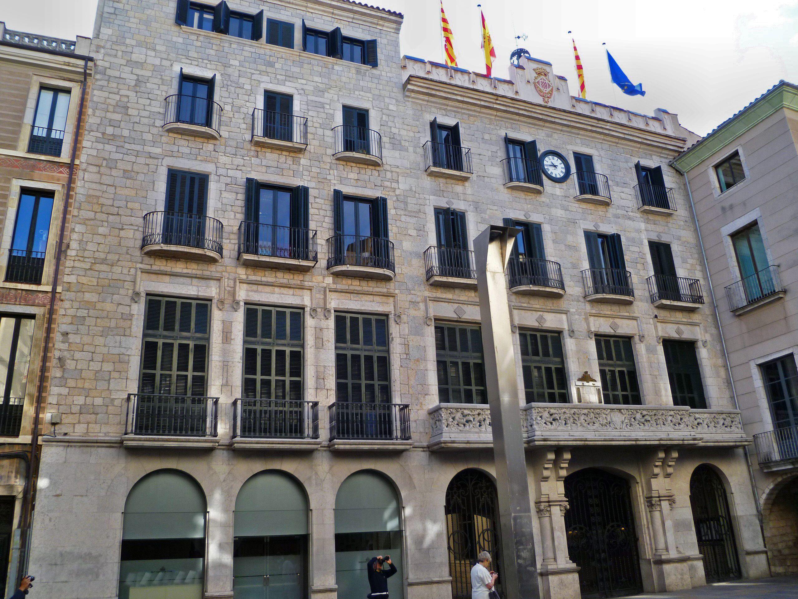 Antifraude investiga el ayuntamiento de gerona for Oficina de extranjeria girona