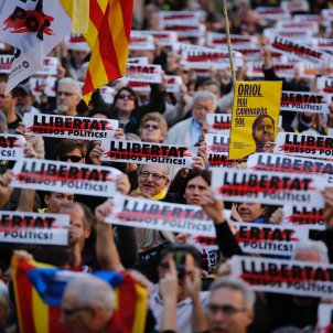 manifestacio sis mesos junqueras forn - sergi alcazar