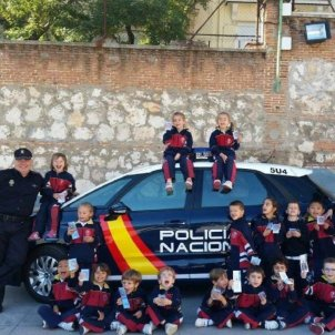 policia espanyola nens Twitter