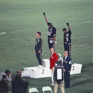 història de John Carlos, Tommie Smith, Peter Norman wikipedia