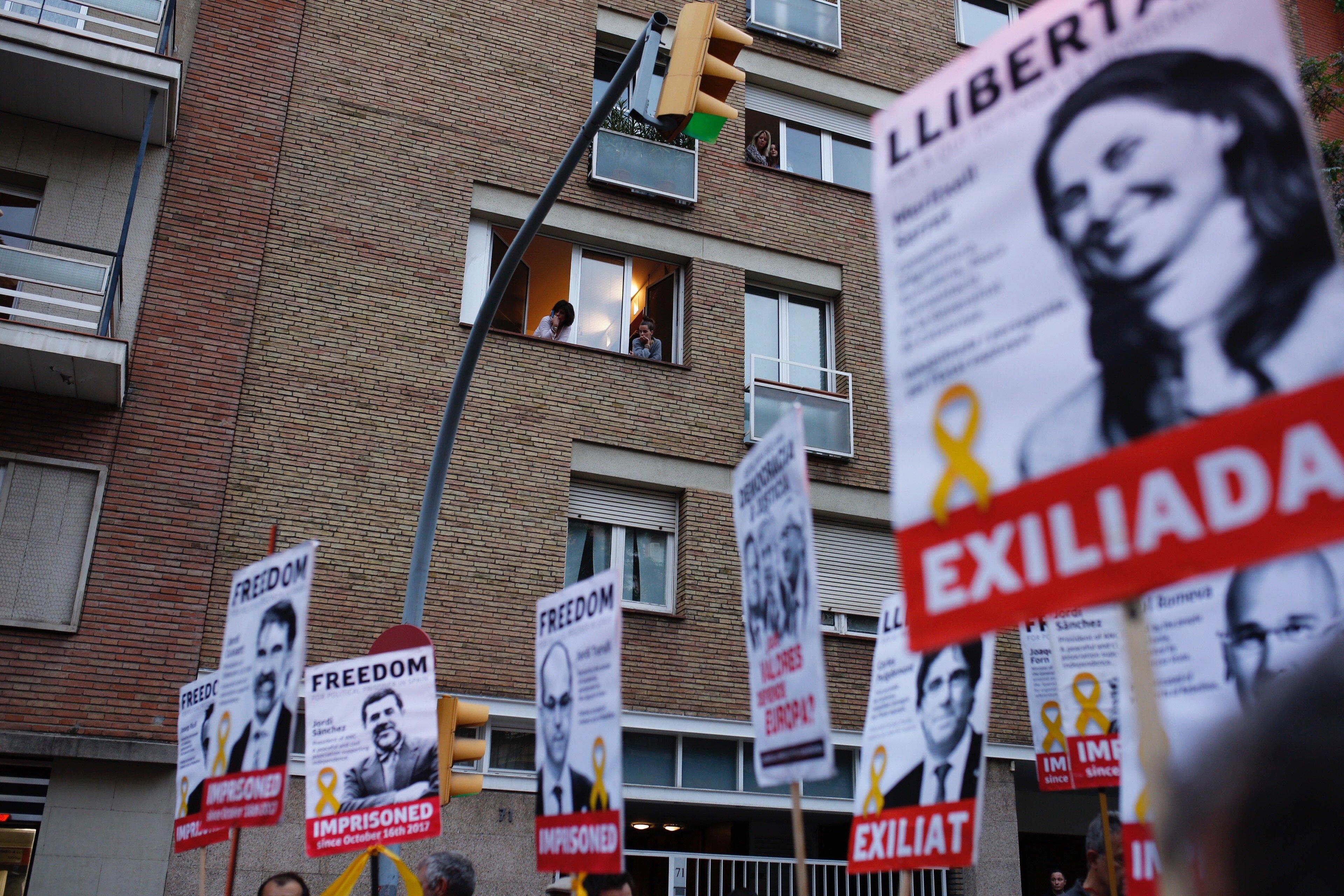 manifestacio contra retirada llaços grocs ensenyament - sergi alcazar