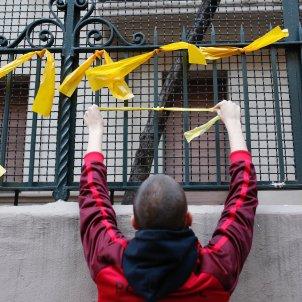 penjada llaços grocs ensenyament - sergi alcazar