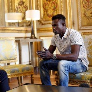 Macron i l'heroi Mamoudou Gassama / Efe
