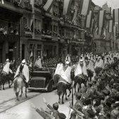 Francisco Franco escoltado por la Guardia Mora visita San Sebastián una vez finalizada la guerra   Fondo Marín Kutxa Fototeka