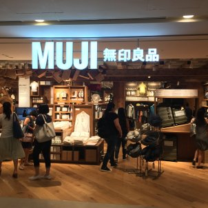 Muji Plaza Singapura, Singapore - Firmar a: Banej
