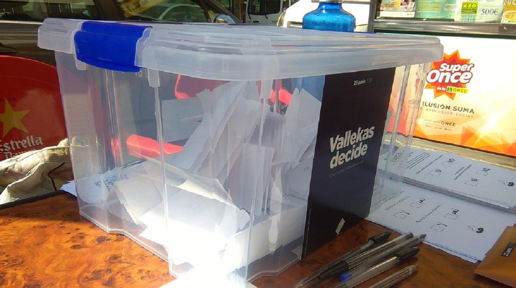 urna vallecas 2 consulta república @vallekasdecide