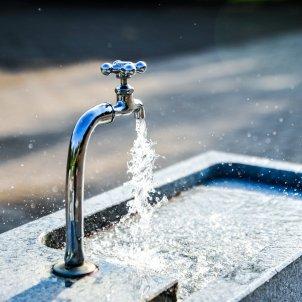 distribucio aigua aixeta pixabay