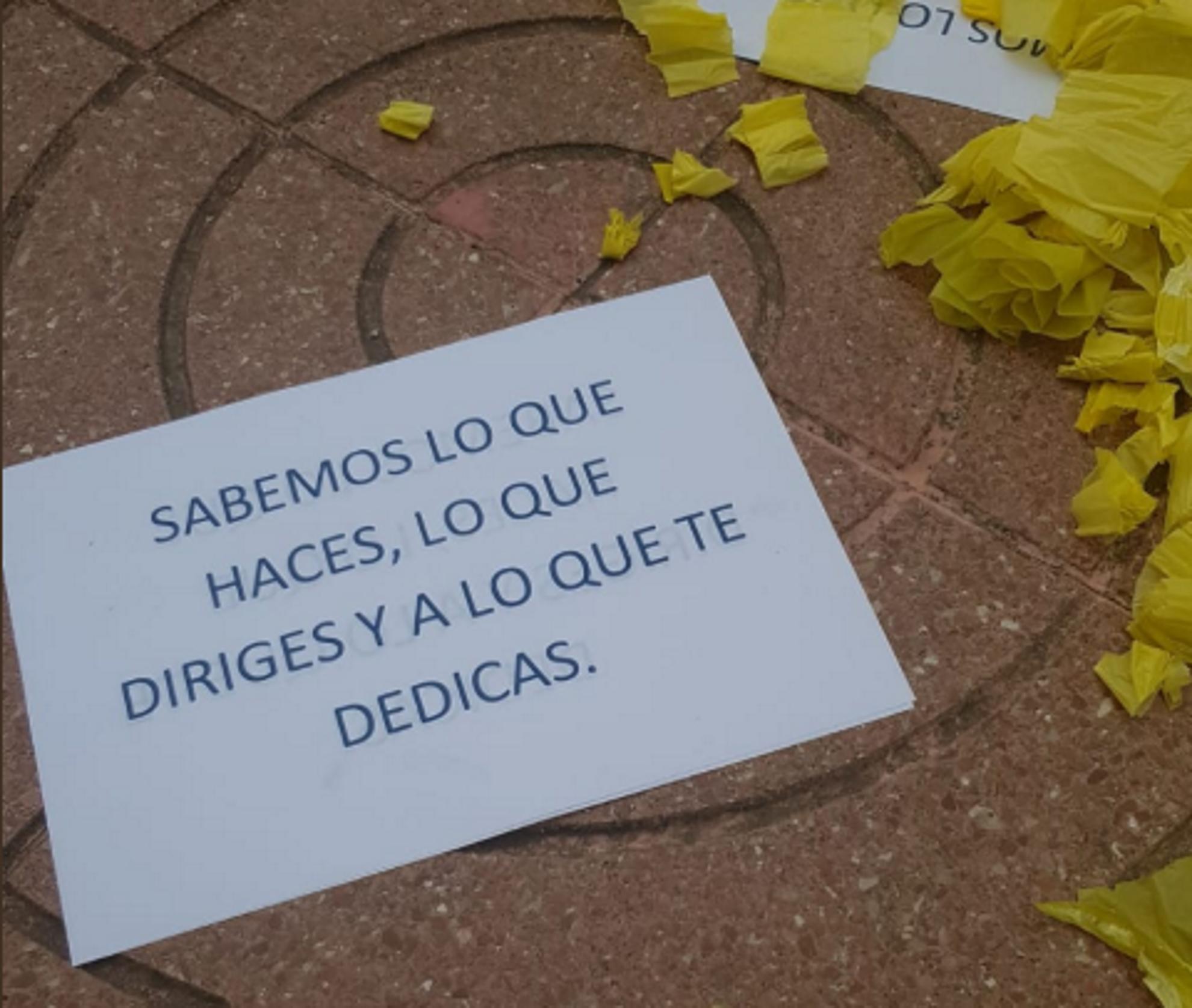 Resultado de imagen de Amenacen greument el propietari d'una copisteria de Vilassar per mostrar llaços grocs
