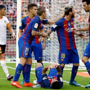 Botellazo Neymar Suárez Mestalla Barça València Efe