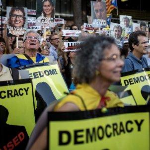 manifestacio presos politics cartells democracy - Carles Palacio