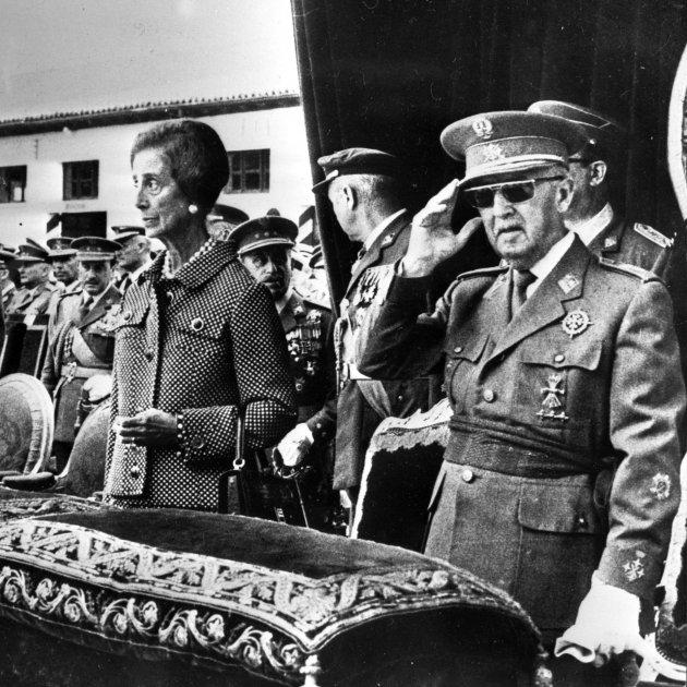 Ruido de sables: 181 mandos militares defienden a Franco