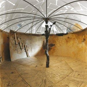 Imatge detall de l'interior de La Cabana. Josep Guinovart. Foto de Martí Gasull