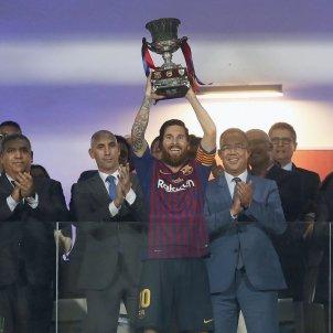 Messi aixeca titol Barça Sevilla Supercopa Espanya EFE