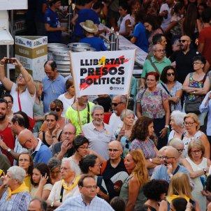 mani llaç deu mesos jordis cartell llibertat presos Sergi Alcàzar