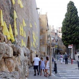 Llaços grocs muralla de Tarragona - ACN