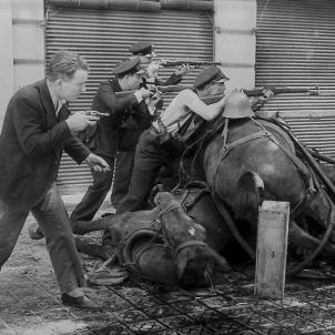 Test 22. La Guerra Civil espanyola a Catalunya. Combats a Barcelona el 19 07 1936. Font Fons Fotografic Agustí Centelles