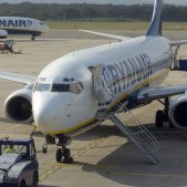 Aparells de Ryanair a l'aeroport de Girona / Efe