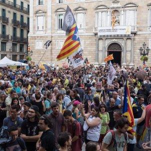 manifestacio plaça sant jaume grup carles palacio