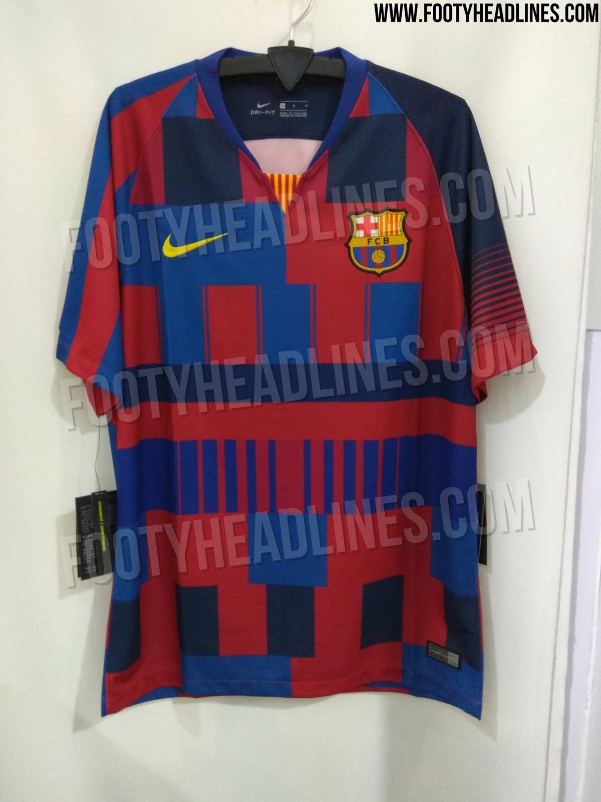 bfd5597733ed5 Fotos  El disseny (horrorós) de Nike per la samarreta exclusiva del ...