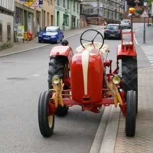 Tractor Rue Principale Bischoffsheim 20110917 (Hermann Luyken)