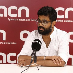 L'investigador de Human Rights Watch Kartik Raj en una entrevista amb l'Agència Catalana de Notícies ACN