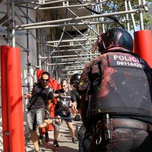 Mani JUSAPOL Mossos i antifas Ronda S Pere i pg Gràcia, BCN 20180929 (ACN)