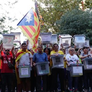 ELNACIONAL capçalera maifestacio aniversari 1-O Roberto Lázaro