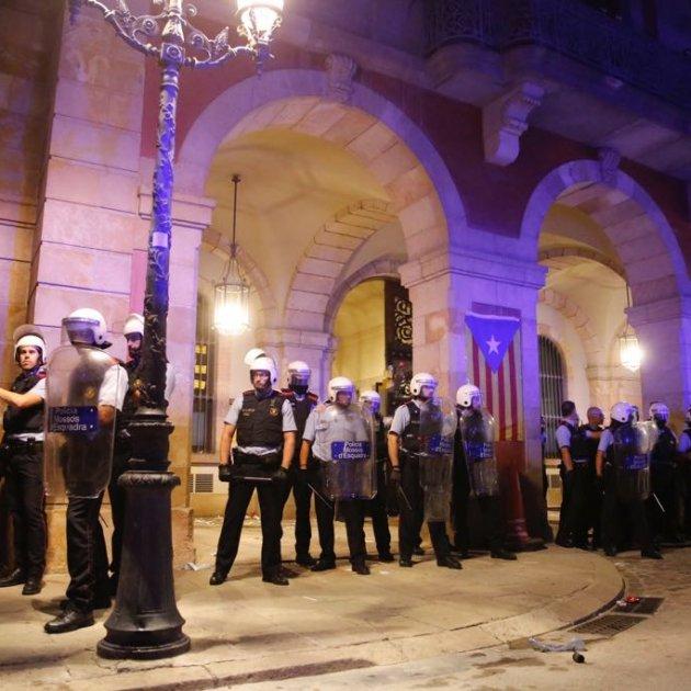 ELNACIONAL Mossos surten del Parlament - sergi Alcazar