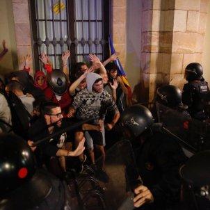 EL NACIONAL marxa aniversari 1-o mossos parlament - sergi alcazar