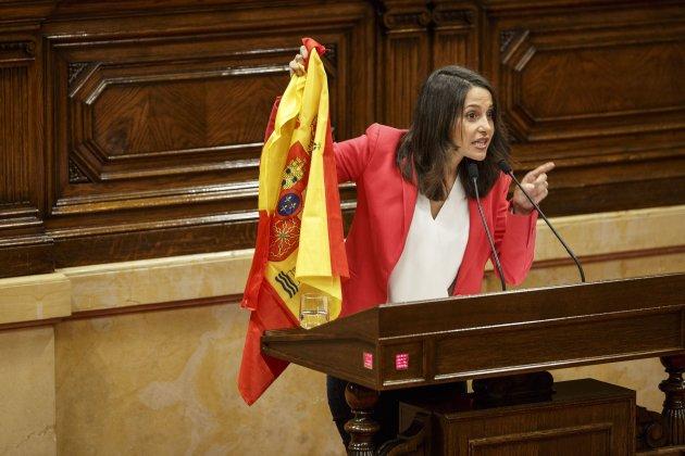 Ines Arrimadas CIutadans Bandera española Sergi Alcazar47