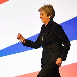 Theresa May bailando EFE