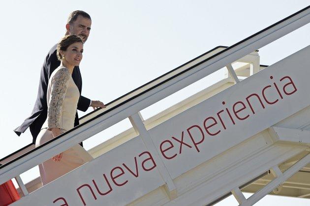 felip leticia se marchan en avión GTRES