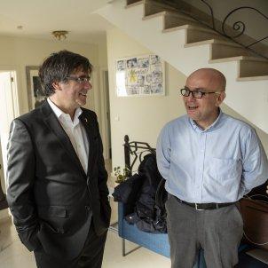 Carles Puigdemont i advocat Gonzalo Boye a la Casa de la Republica a Waterloo - Sergi Alcàzar