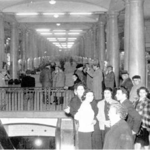 S'inaugura la Avenida de la Luz, la primera galeria comercial subterrània d'Europa. Fotografia dels anys 50. Font Blog La meva Barcelona