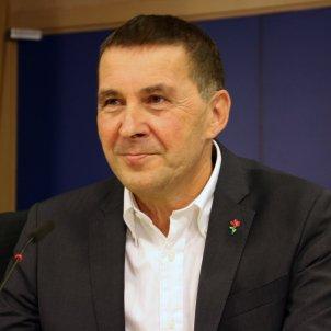Arnaldo Otegi durant roda de premsa al Parlament Europeu ACN