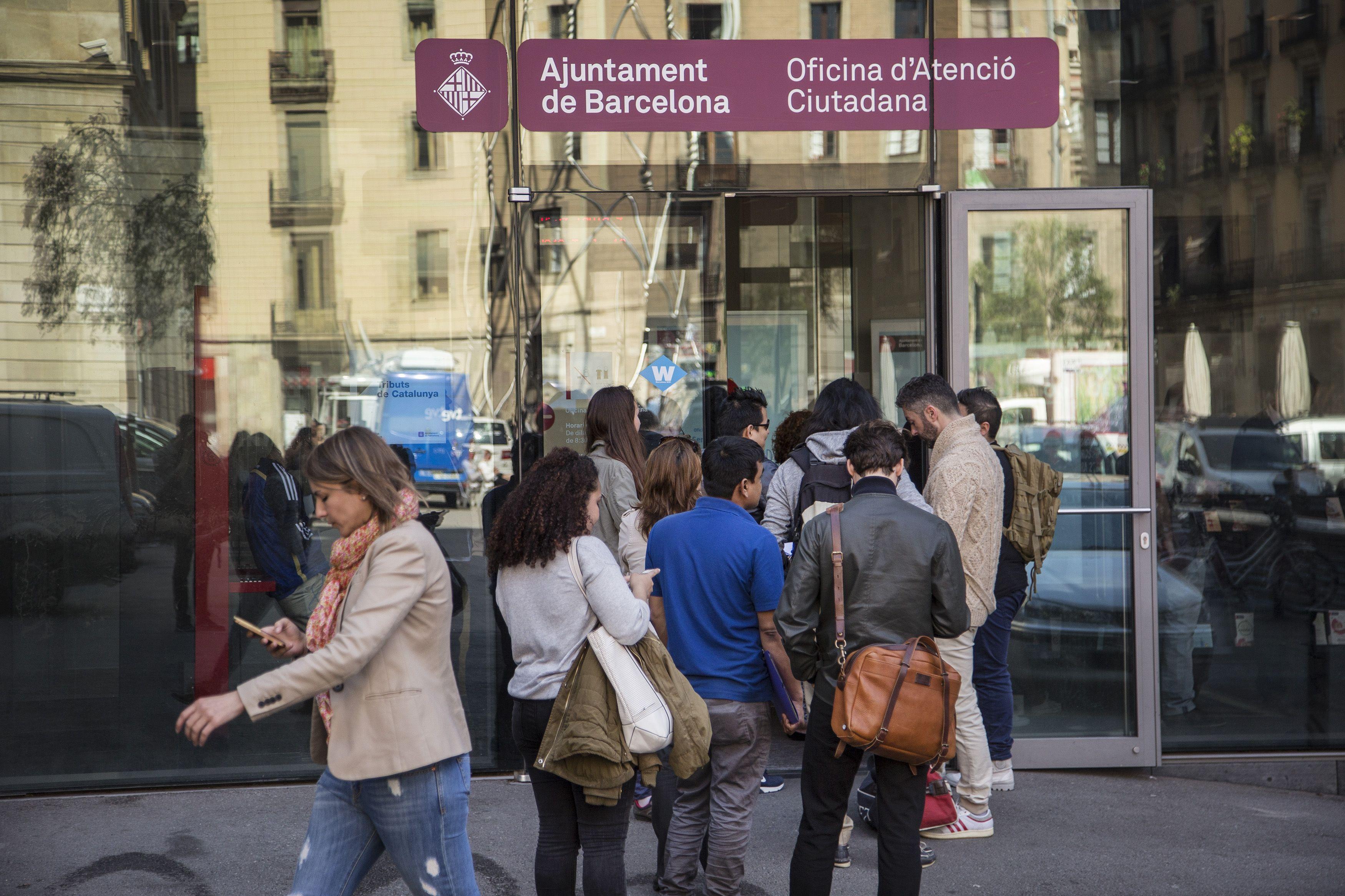 Barcelona reduce un 11 el gasto social y queda lejos de for Oficina de seguridad social en barcelona
