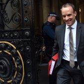 Cau la lliura després de les dimissions pel Brexit