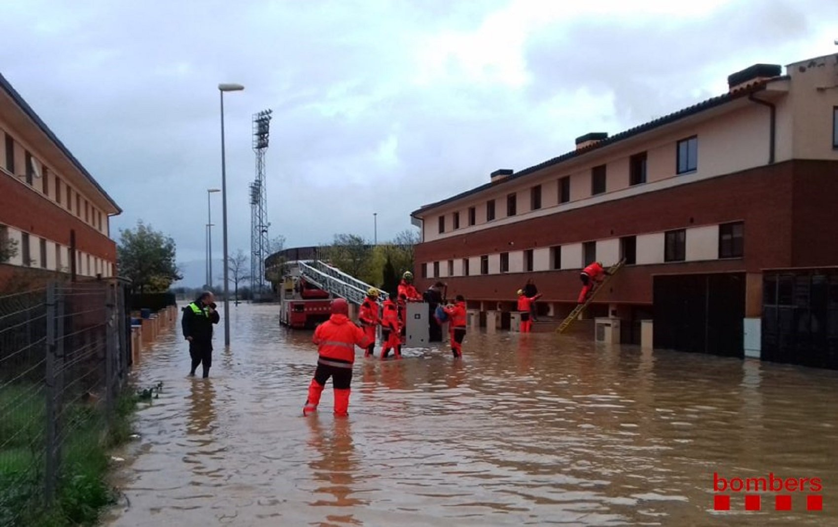bombers figueres inundacions @bomberscat
