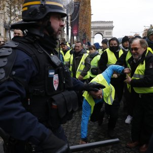 gilets jaunes paris incidents