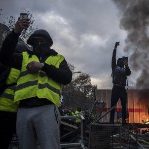 Armilles grogues gilets jaunes protesta París 20181124 (Efe)