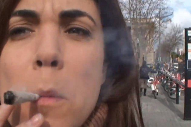 Samanta Villar Desnuda En El Centro De Barcelona Estoy En Bolas