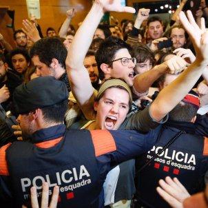 EL NACIONAL Protesta estudiants Liceu Acte Rivera Valls Constitució - Sergi Alcàzar