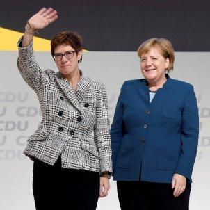 Karrenbauer Merkel - EFE
