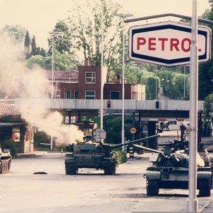 Guerra Deu Dies Eslovènia Tancs iugoslaus a Rožna Dolina 1991