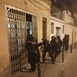 narcopisos poble sec @mossos